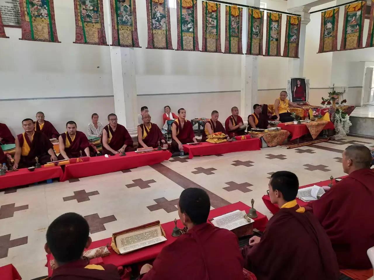 तिब्बत के लामाओं ने कुशीनगर में शुरू किया विशेष अनुष्ठान