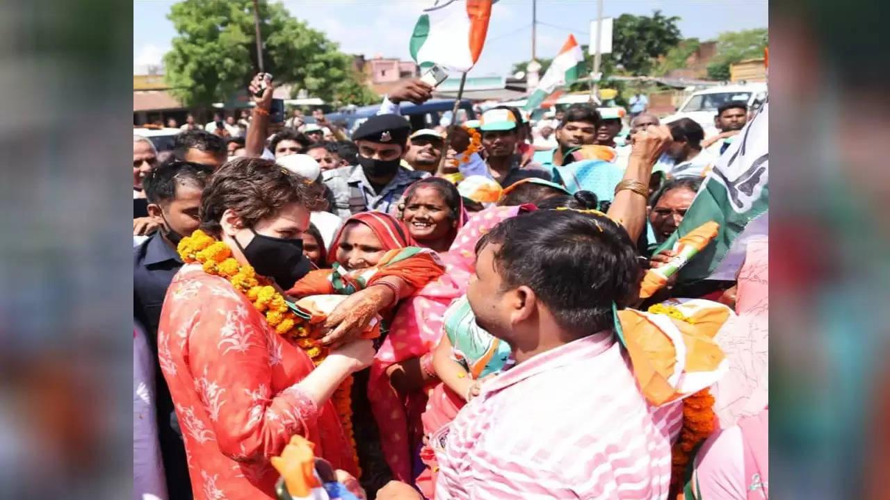 सोनिया गांधी के संसदीय क्षेत्र रायबरेली पहुंची कांग्रेस महासचिव प्रियंका वाड्रा