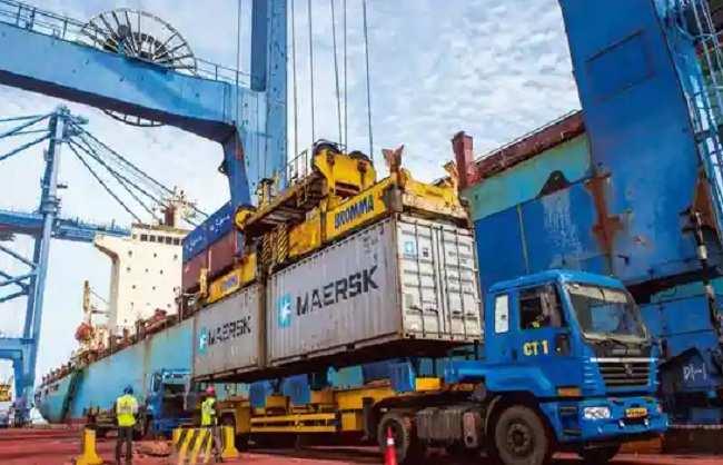 अप्रैल में निर्यात 30.21 अरब डॉलर पर पहुंचा, व्यापार घाटा 15.24 अरब डॉलर