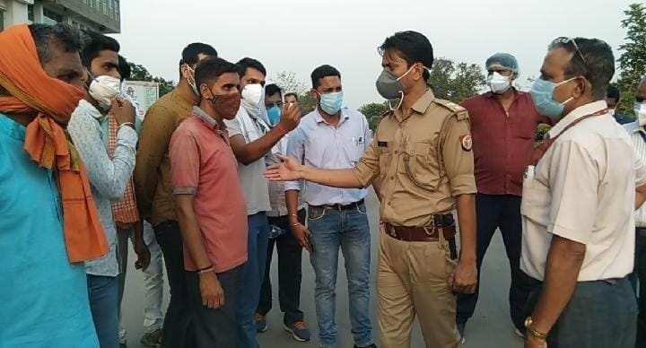 वाराणसी: इलाज में लापरवाही का आरोप लगाकर मृतक के परिजनों ने हंगामा किया