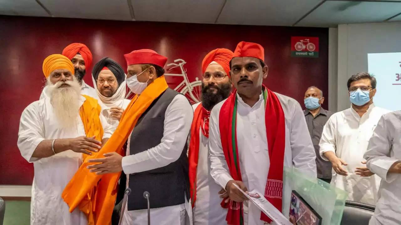 राजनीति में भी कारोबार ढूढ़ती है भाजपा: अखिलेश