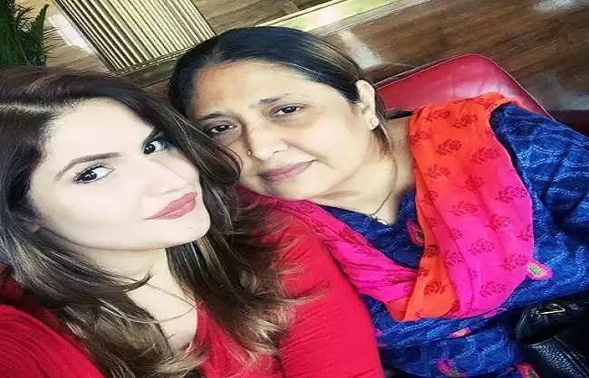 अभिनेत्री जरीन खान की माँ अस्पताल में भर्ती