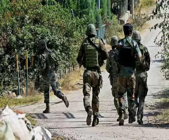 श्रीनगर: सुरक्षाबलों से मुठभेड़ में दो आतंकियों का काम तमाम , दो जवान घायल