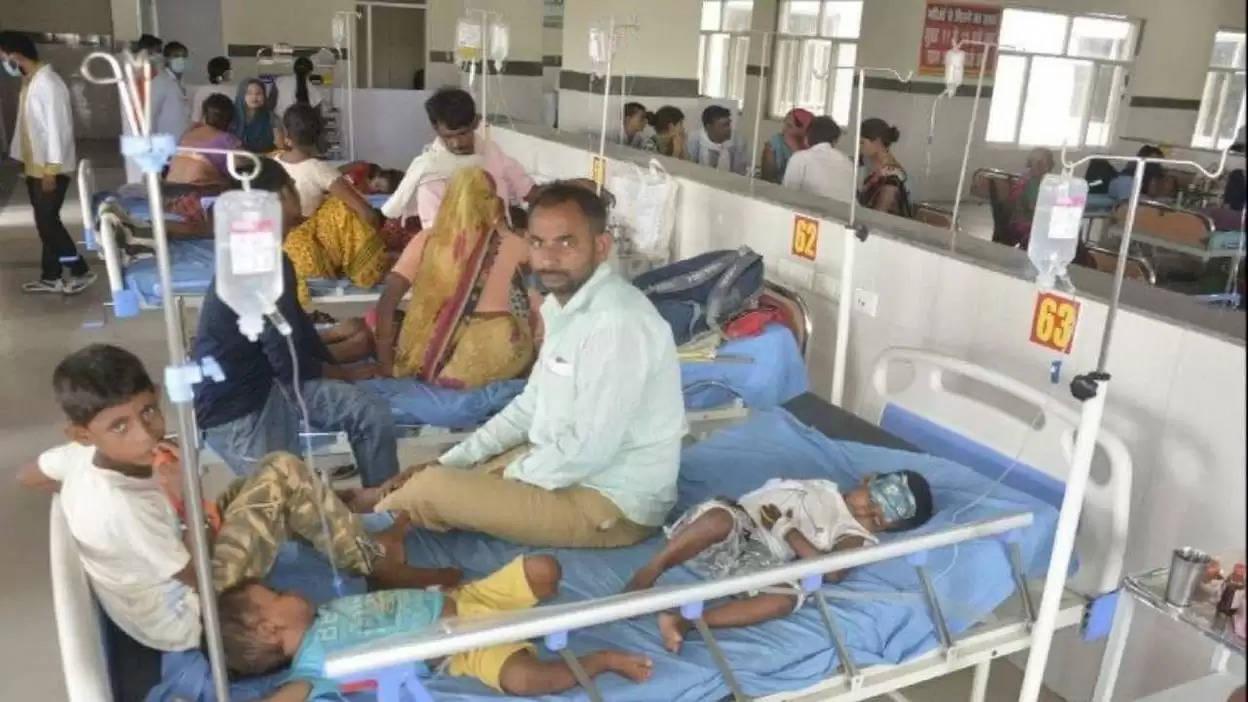 फिरोजाबाद के गांवों में नहीं थमा है डेंगू और वायरल का प्रकोप