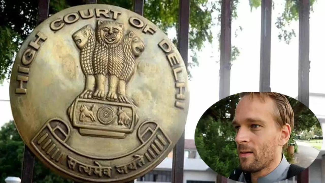 दिल्ली हाईकोर्ट ने केन्द्र सरकार से यूट्यूब व्लॉगर कार्ल रॉक को काली सूची में डालने का रिकॉर्ड उपलब्ध कराये जाने को कहा
