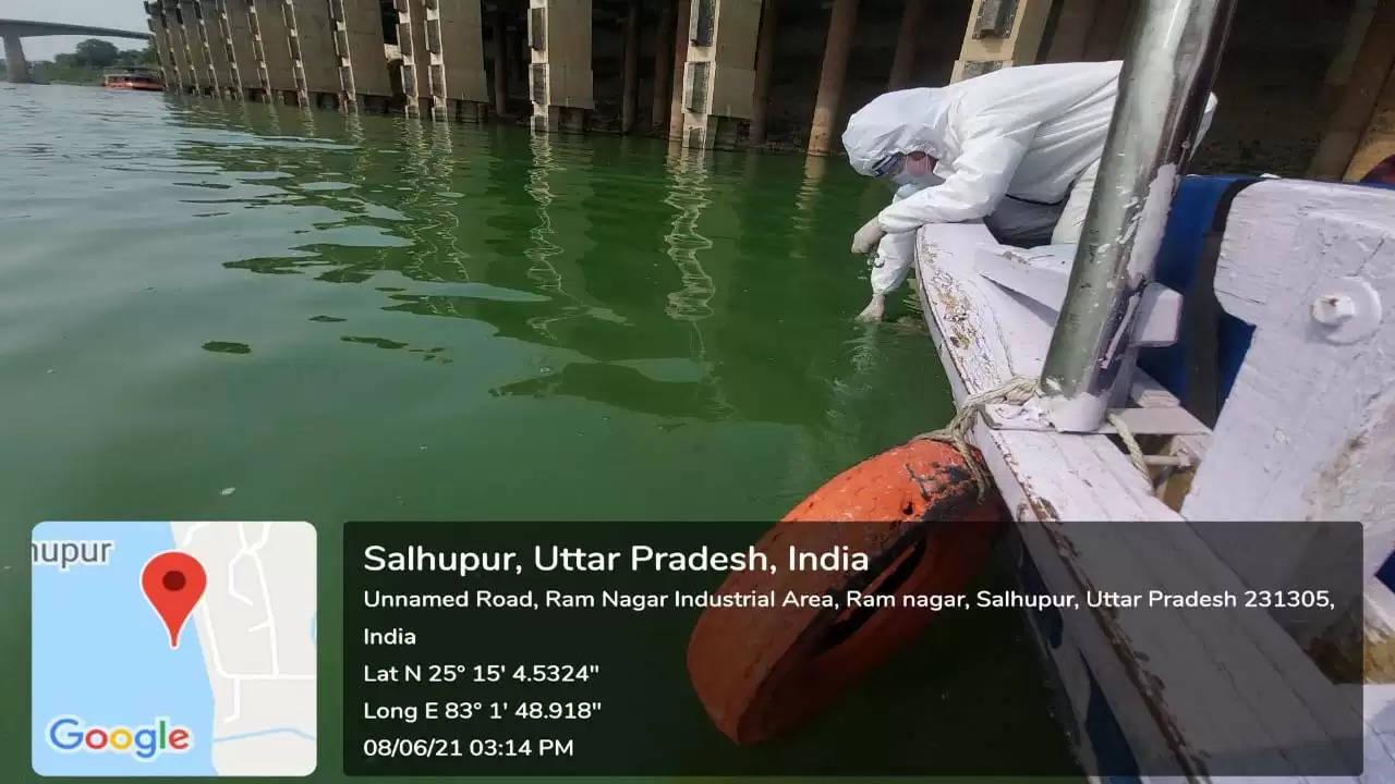 Newspoint24 /newsdesk Varanasi: Investigation of green algae found in Ganga started, sample collected