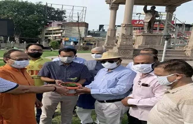 newspoint24.com / newsdesk World Environment Day dedicated to Corona warriors in Varanasi, various organizations planted saplings