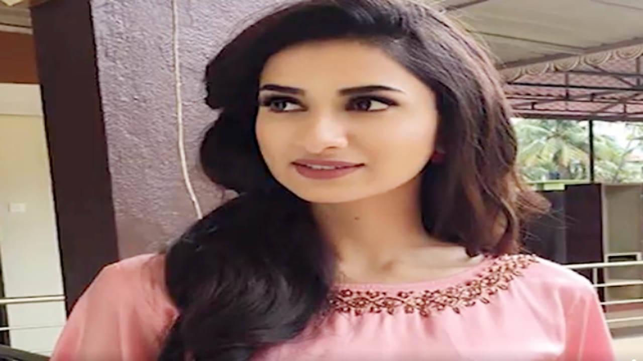 जौनपुर : मॉडल - अभिनेत्री दीक्षा सिंह पंचायत चुनाव को करारी हार का सामना पड़ा