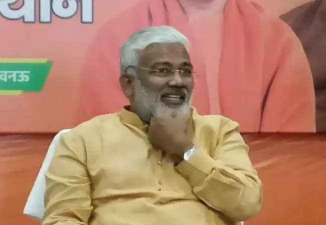चुनाव से पहले गिरगिट की तरह रंग बदलते हुए मंदिर जा रहे विपक्षी नेता: स्वतंत्रदेव