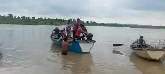 महाराष्ट्र के अमरावती जिले में नाव के पलटने से 11 लोग डूबे  तीन शव बरामद