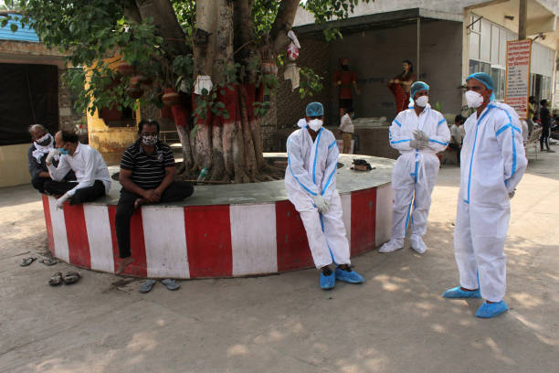 देश में कोरोना संक्रमण की रफ्तार बेकाबू 4 लाख से ज्यादा नये संक्रमित मामले 3521 लोगों की मौत