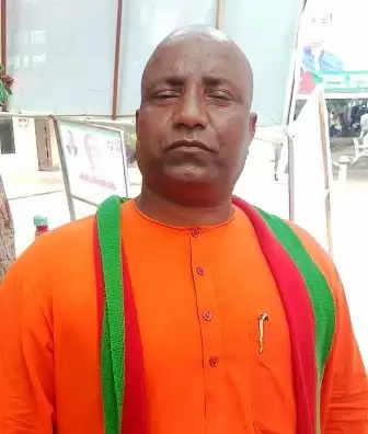 मुख्यमंत्री योगी जैसे दिखने वाले सुरेश ठाकुर ने शुरु किया सपा का प्रचार