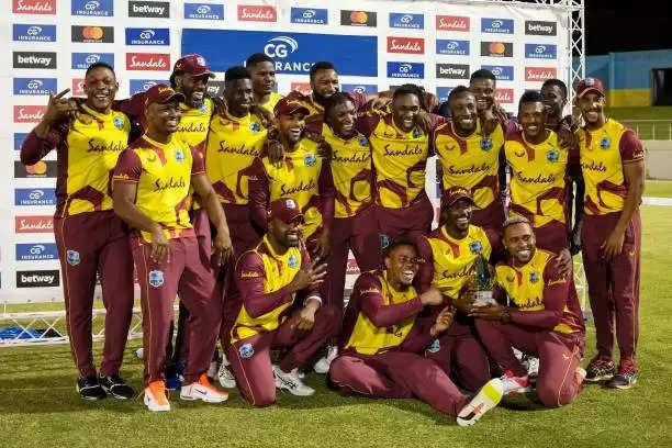 वेस्टइंडीज ने पांचवें और अंतिम टी-20 में ऑस्ट्रेलिया को 16 रन से हराया,श्रृंखला 4-1 से जीती