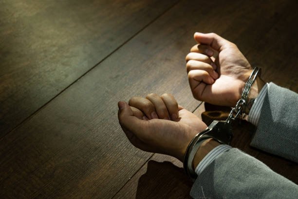 नोएडा में धोखाधड़ी करने वाले दो गिरफ्तार, 18 लाख 40 हजार बरामद