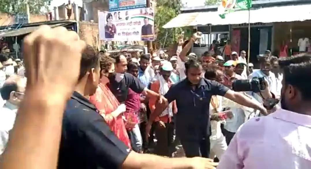 प्रियंका वाड्रा का रायबरेली दौरा अचानक रद्द, पार्टी के वरिष्ठ नेताओं ने खड़े किए सवाल