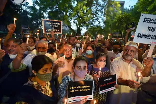 उग्रवादियों को रास नहीं आ रहा कश्मीर में शांति का माहौल यह कैसा जिहाद है ?