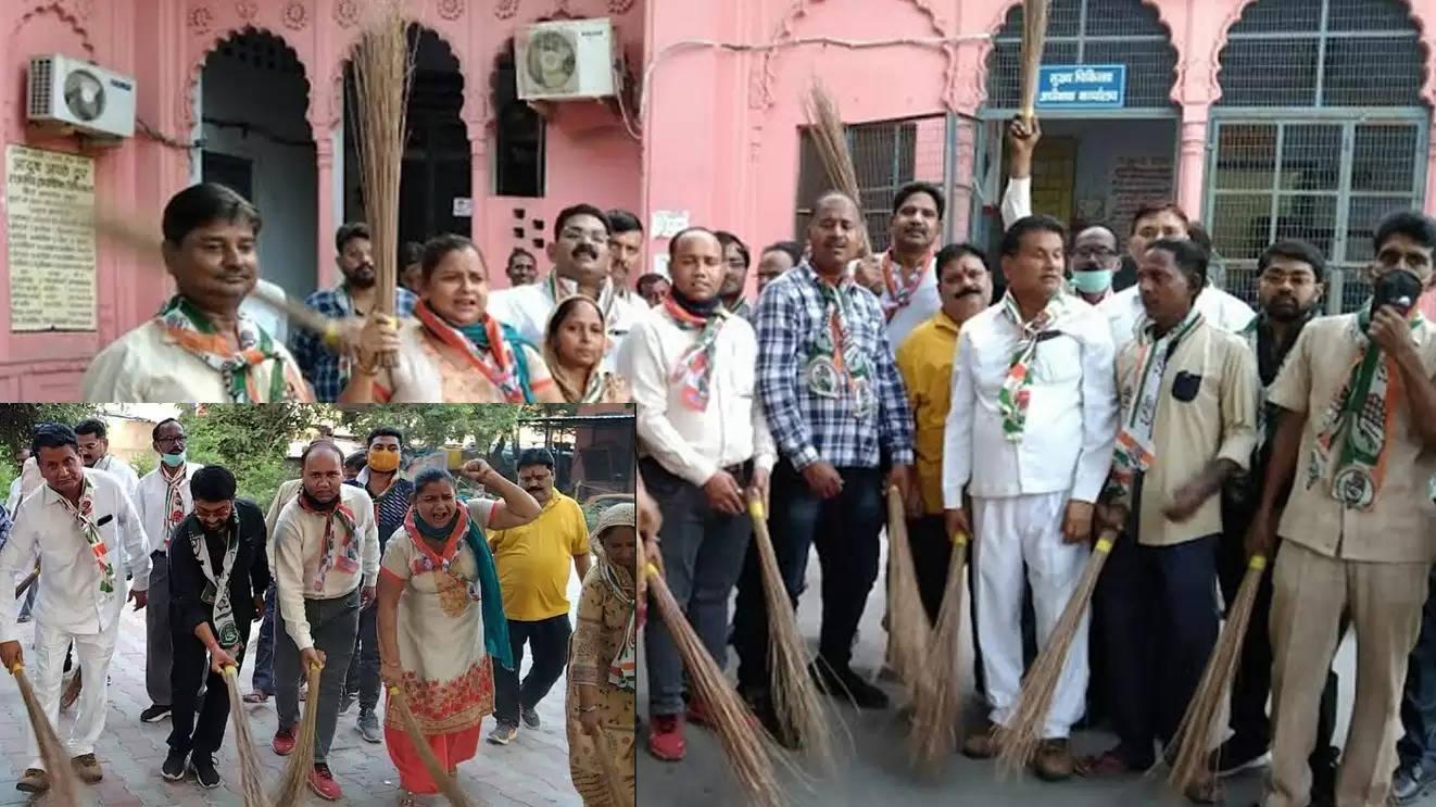 मथुरा : प्रियंका गांधी पर हुई अभद्र टिप्पणी के विरोध में जिला अस्पताल कांग्रेसियों ने लगाई झाड़ू