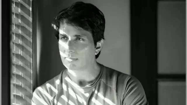 बॉलीवुड अभिनेता सोनू सूद के मुंबई स्थित कार्यालयों और उपनगरों में स्थित घरों का सर्वेक्षण कर आयकर विभाग