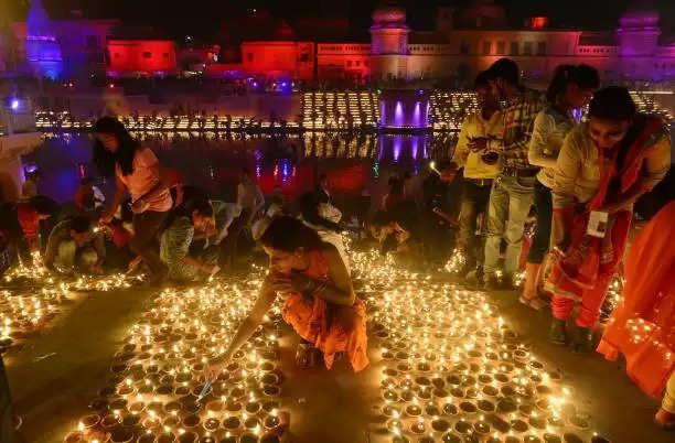 छोटी दीपावली पर दीयों की रोशनी से जगमगायेंगे अयोध्या के घाट