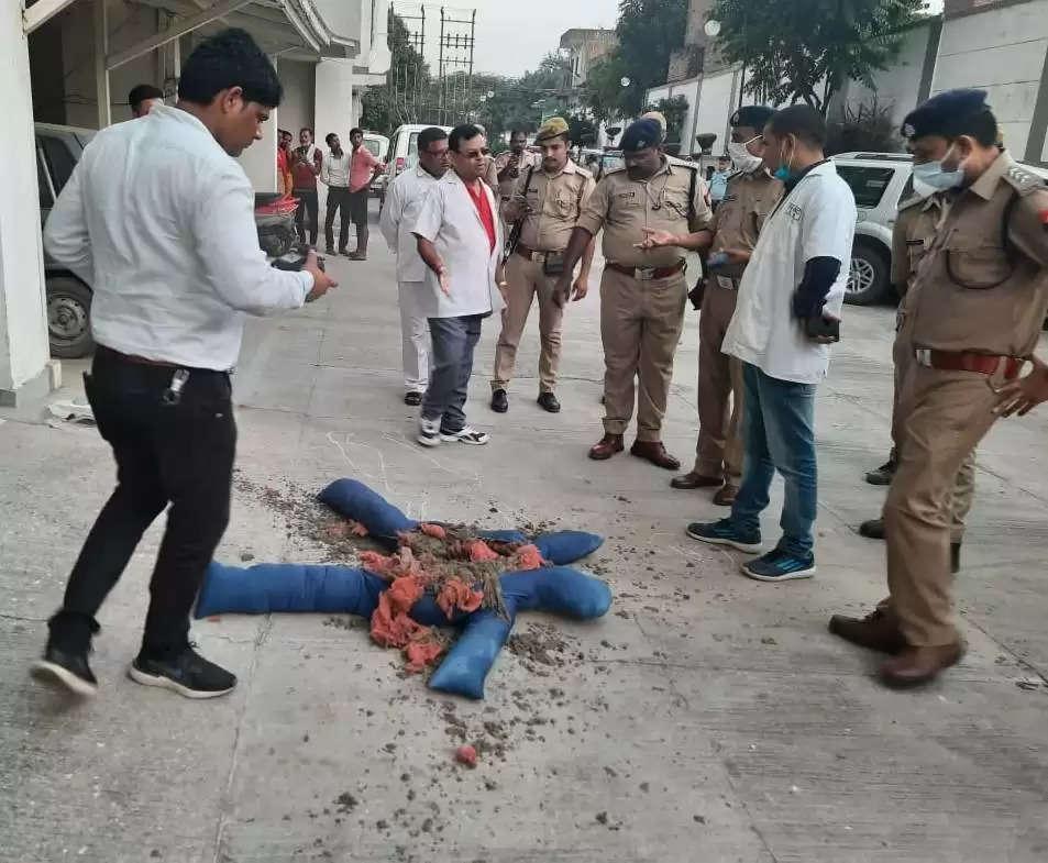 कानपुर : लखनऊ की फॉरेंसिंक एक्सपर्ट टीम ने गुलमोहर अपार्टमेंट में दोबारा रिक्रिएट किया सीन