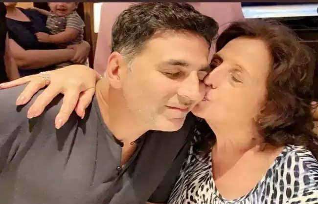माँ के बिना पहले जन्मदिन पर भावुक हुए अक्षय कुमार,सोशल मीडिया पर बयां किया दर्द