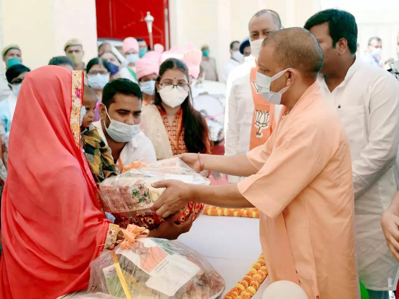 कुशीनगर को मुख्यमंत्री योगी ने दी 421 करोड़ की विकास योजनाओं की सौगात