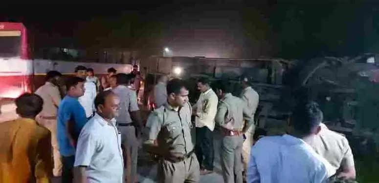अयोध्या : सुल्तानपुर से फैजाबाद आ रही बस बीकापुर के निकट बिलारी के पास पलटी एक की मौके पर मौत ,कई घायल