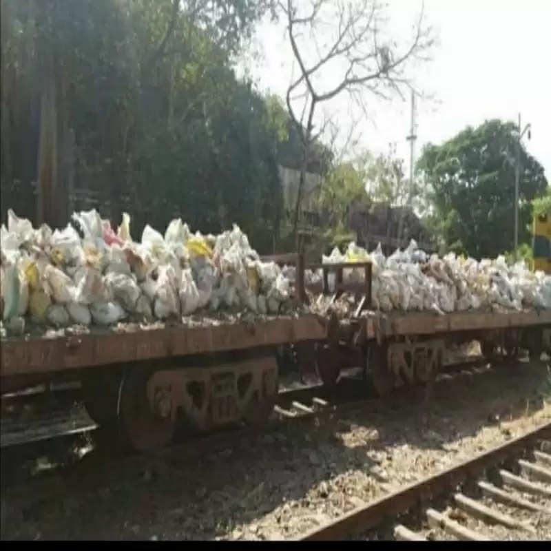 मध्य रेल ने स्वच्छता रथ चलाकर हटाया कचरा