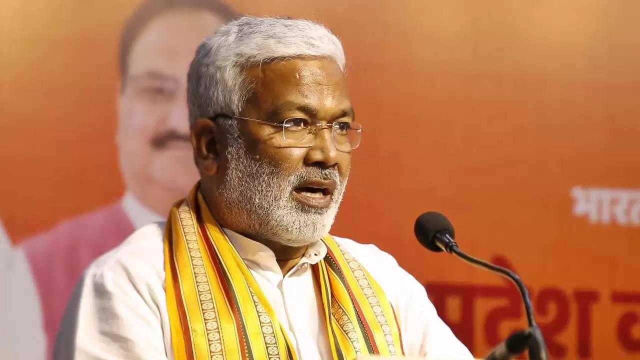 भाजपा प्रदेश अध्यक्ष स्वतंत्रदेव सिंह का अखिलेश पर पलटवार जनता से नकारे जा चुके है उनको घर बैठने का जनादेश मिला है