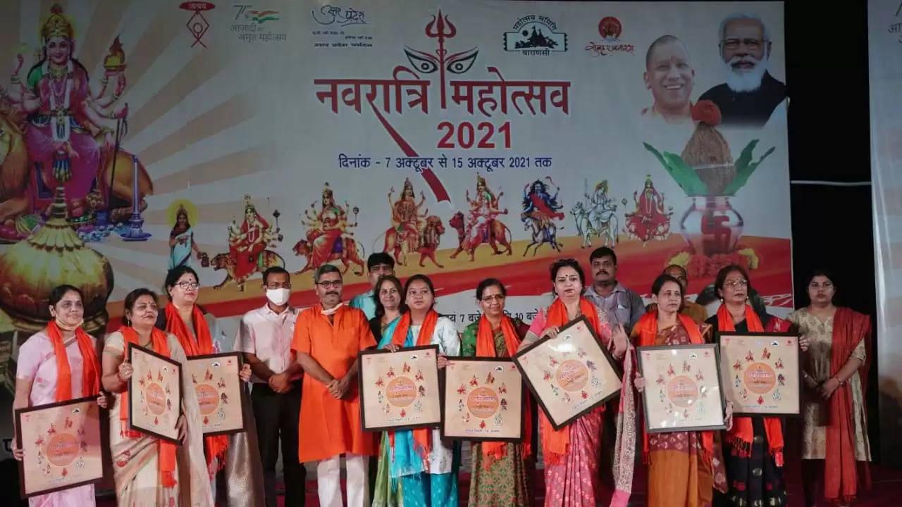 नवरात्रि महोत्सव : पांचवीं निशा में सुरों की गंगा में श्रोताओं की डुबकी