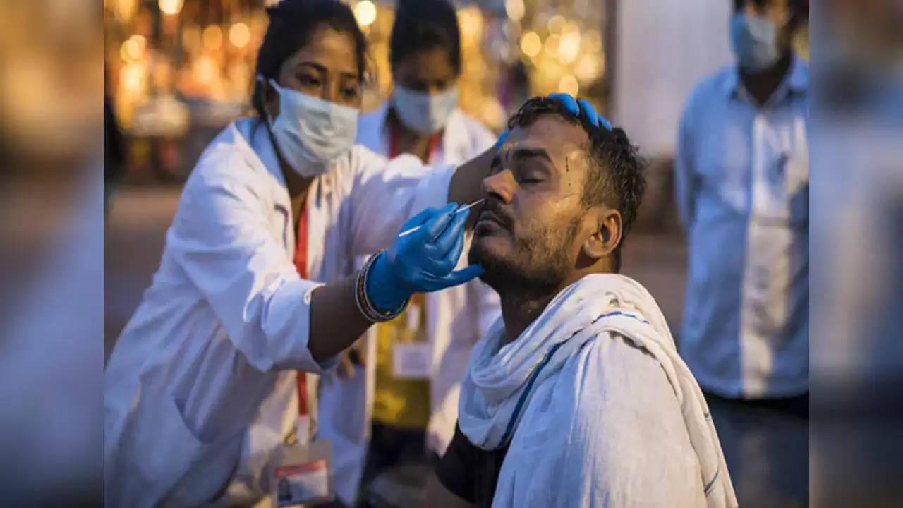 देश में कोरोना के मामले थोड़े बढ़े, 18 हजार नये मरीज