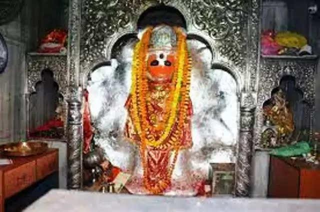 कानपुर : पनकी मंदिर में एक बार फिर आमने-सामने आएं महामंडलेश्वर, झड़प पर कार्रवाई की मांग