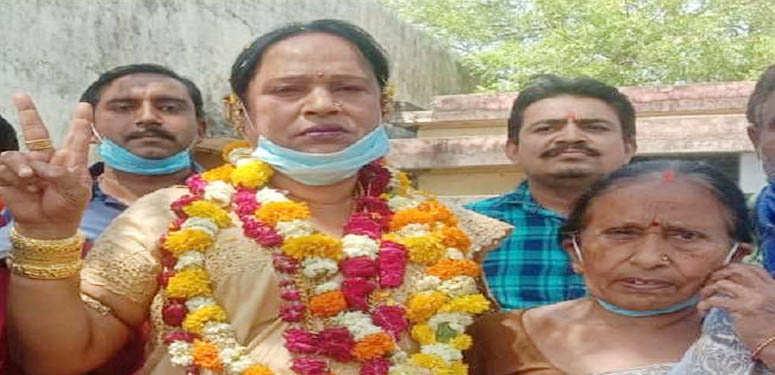 यूपी पंचायत चुनाव : कानपुर में पहली बार पार्षद के बाद ग्राम प्रधान बनी ' किन्नर ' काजल किरन
