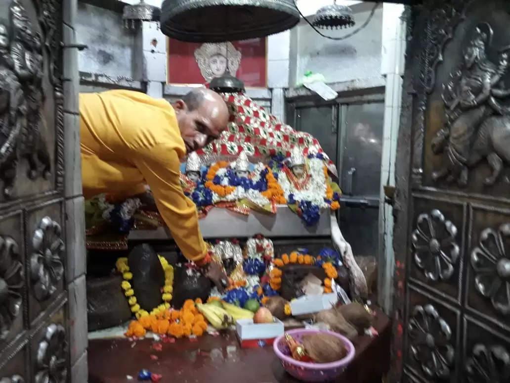 शारदीय नवरात्र : छठवें स्वरूप में कात्यायनी की हुई पूजा, मंदिरों में लगा भक्तों का तांता